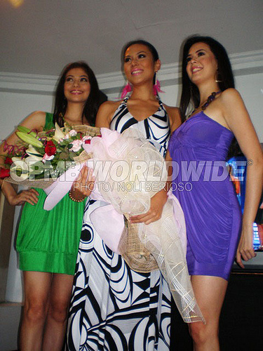 Bb. Pilipinas-Universe Bianca Manalo posing with Bb. Pilipinas-World Marie-Ann Umali (L) and Bb. Pilipinas-International Melody Gersbach (R).
