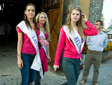 Miss Belarus Maria Yesman of the host country with Miss Latvia Anita Baltruna and Miss Lithuania Aiste Karanauskyte