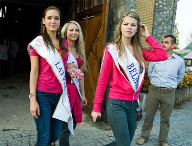 Miss Belarus Maria Yesman of the host country with Miss Latvia Anita Baltruna and Miss Lithuania Aiste Karanauskyte