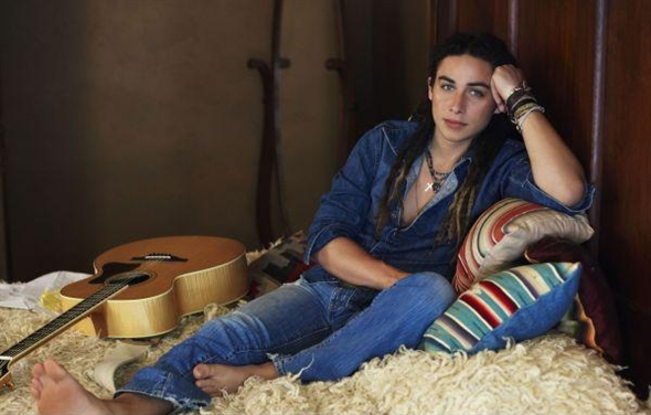 Isn't this just a cool image of Jason Castro?