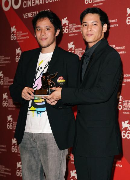 Director Pepe Diokno and lead actor Felix Roco with the Luigi de Laurentiis trophy at Venezia 66