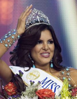Newly-crowned Miss Intercontinental Hannelly Quintero beams after her selection