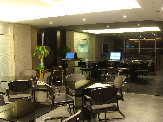 Hotel Benito's guest lounge on the Mezzanine level