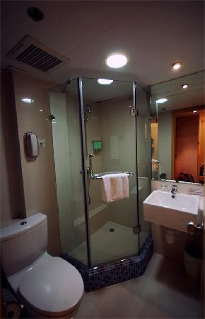Shower and toilet at Hotel Benito (the twin rooms have bigger counterparts)