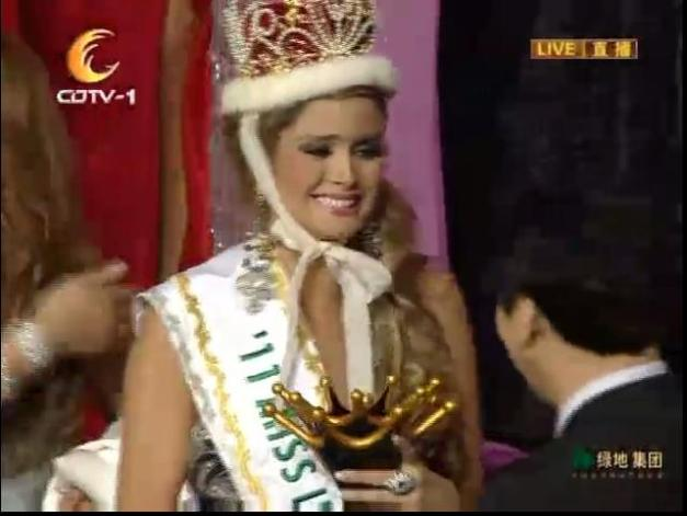 Maria Fernanda Cornejo beams after being crowned Miss International 2011.