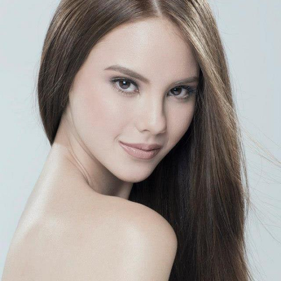 Fil-Aussie at its best: Catriona Gray.