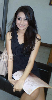 Submitting her Bb. Pilipinas 2013 application, Crissia takes time to pose for OPMB Worldwide.
