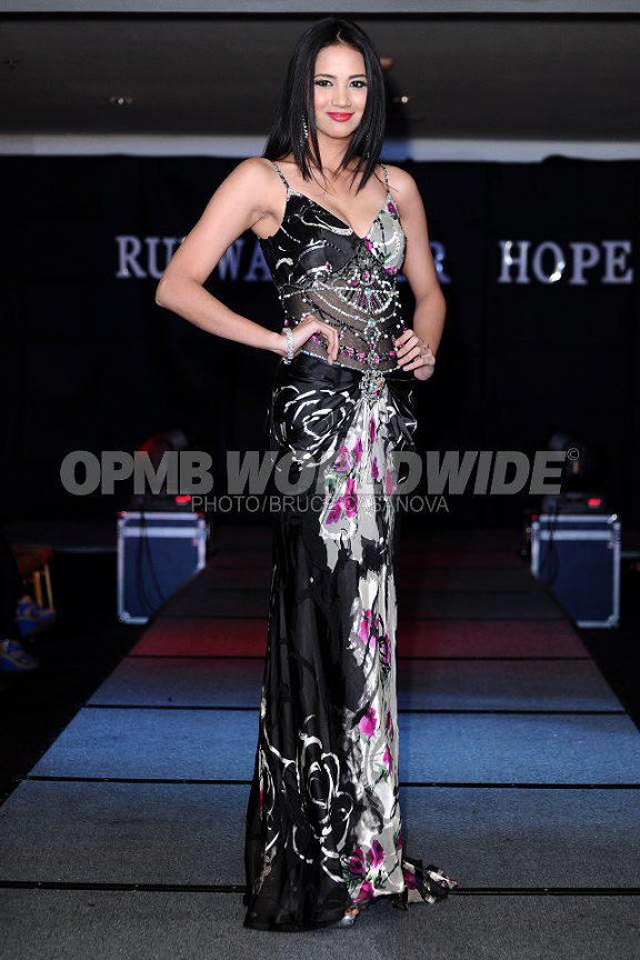 Bb. Pilipinas 2012 1st Runner-Up and Miss Supranational Philippines 2012 Elaine Kay Moll during the Runway for Hope. (Photo credit: Bruce Casanova/OPMB Worldwide)