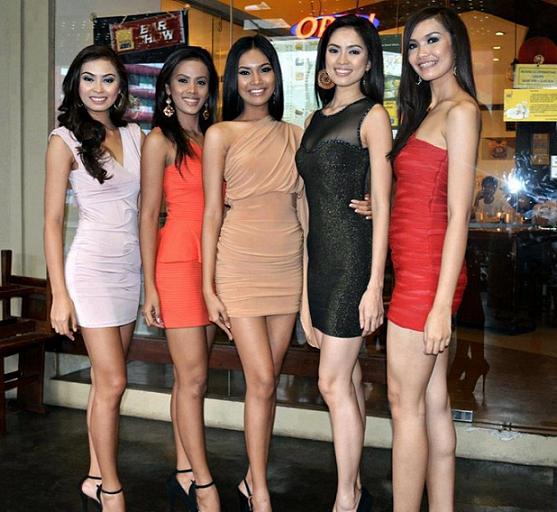 "JDV Girls (L-R): Rose Pujanes 5'7"", Camille Nazar 5'7"", Mercegrace Raquel 5'8"", Valiry Vispo 5'10"" and Merry Joyce Respicio 5'11"""