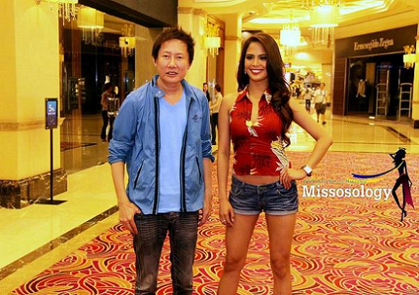 Ali Forbes (right) with Miss Grand International owner Nawat Issarakraisin. (Photo credit: Missosology)