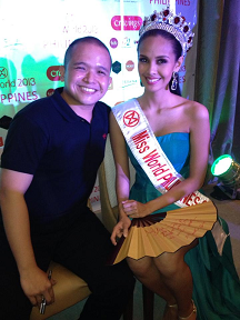 Megan (R) with Carlos Buendia Jr. who trained her in Singkil.