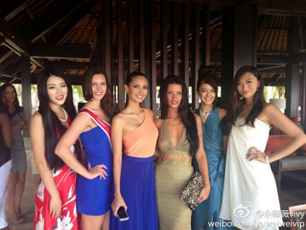 Megan (2nd from left) with Michiko (2nd from right) and the other ladies of MW2013.
