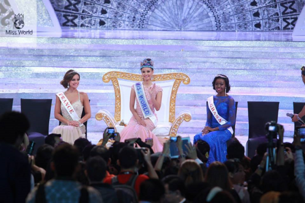 The actual Top 3 (l-r): France, 1st Princess; Philippines, Miss World 2013 and Ghana, 2nd Princess