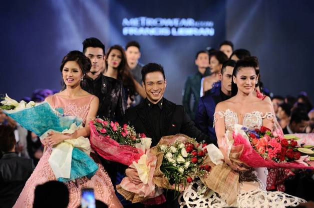 Designer Francis Libiran with his muses Kim Chiu (left) and Anne Curtis.