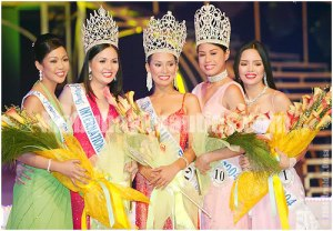 Tracy Javelona (1st from left) as 1st Runner-Up of Bb. Pilipinas 2004