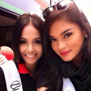 Cindy (left) with Pia Wurtzbach