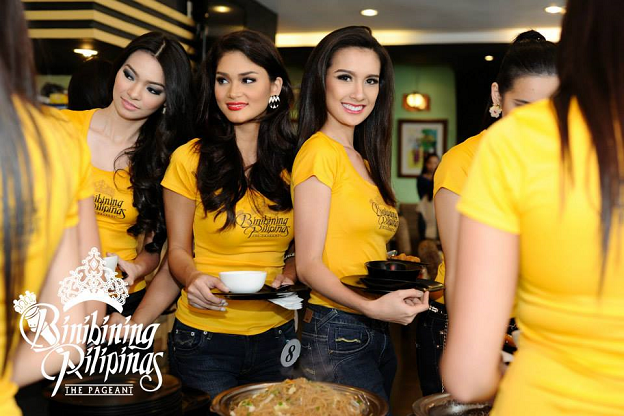 (L-R) Emma, Pia and Kimverlyn queueing for lunch
