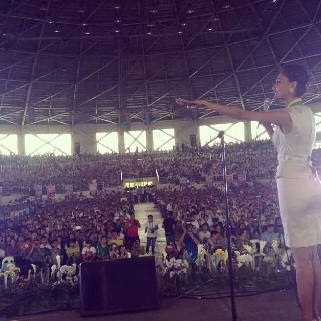 Venus Raj speaking in front of a full-packed venue during the Youth Convention hosted by the Atty. Francis Padua Papica Foundation in Naga City.