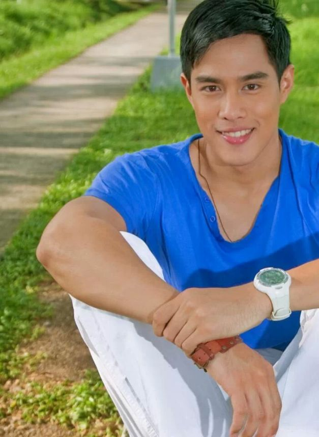 Thumbs up for Mr. World Philippines 2014?