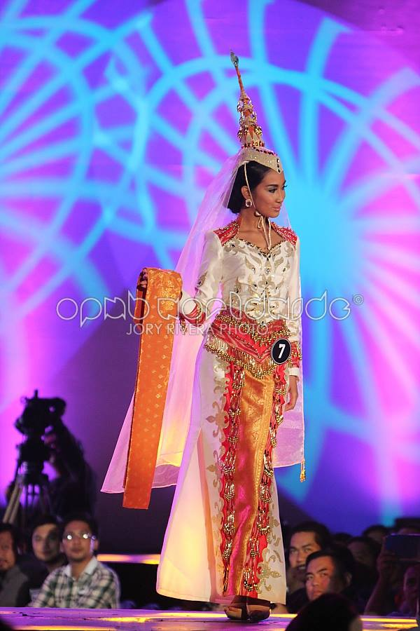 Aiza opted for a Mindanao Royal Princess attire that made her shine with authenticity (Photo credit: Jory Rivera for OPMB Worldwide)