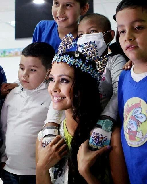 Miss World 2013 Megan Young with the children of La Misericordia Hospital in Bogota.