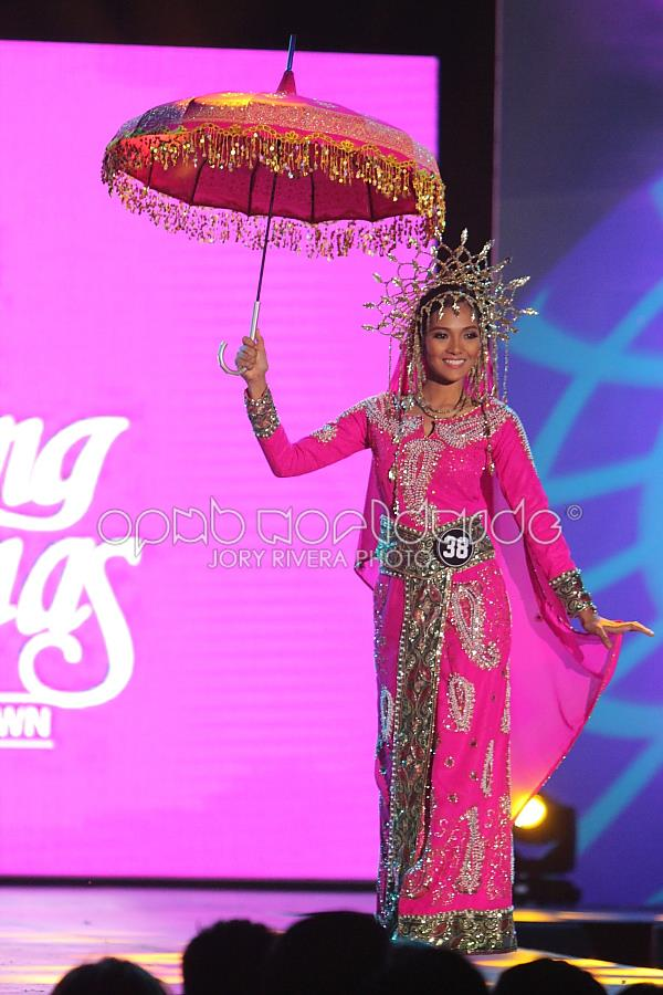 Janine may be from Zambales, but she wore a very traditional costume from the deep south (Photo credit: Jory Rivera for OPMB Worldwide)