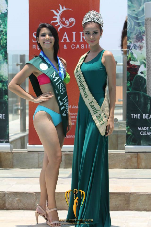 A beaming Miss Cebu City Jamie Herrell (left) with Miss Philippines Earth 2013 Angelee delos Reyes