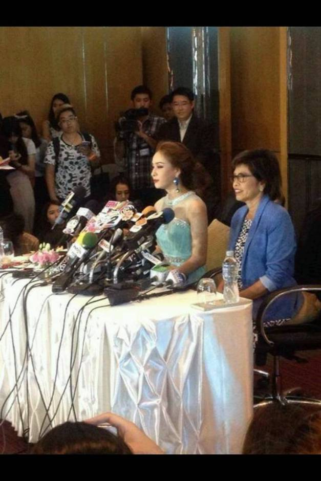 During the presscon, recently-crowned Miss Universe Thailand 2014 Weluree 'Faii' Ditsayabut announced that she is abdicating her throne.