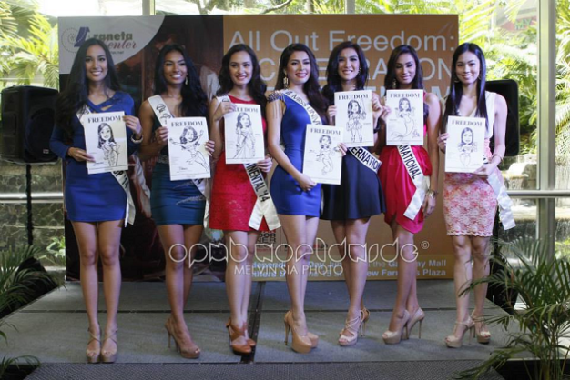 The Bb. Pilipinas 2014 Queens with their caricatures (Photo credit: Melvin Sia/OPMB Worldwide)