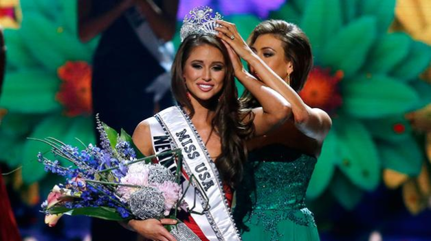 Nia Sanchez (left) being crowned Miss USA 2014 by last year's Erin Brady (AP Photo/Jonathan Bachman)