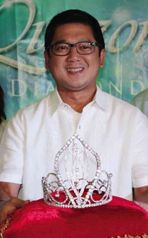 QC Mayor Herbert Bautista with the crown