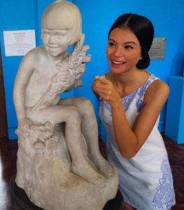 "Val with the ""Lualhati"" sculpture by Guillermo E. Tolentino"