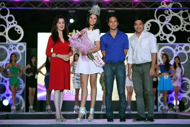 Left to right: Ms. Cory Quirino, Miss World CamSur Valerie Weigmann, Gov. Migs Villafuerte and his dad L-Ray Villafuerte (Photo credit: Michael Red)