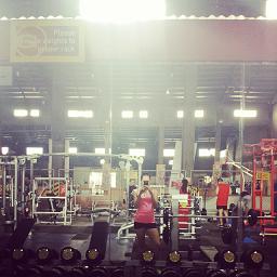 Kris taking a selfie inside Gold's Gym