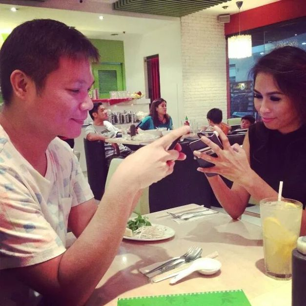 Jonas Gaffud (left) communicating with Christine Balaguer via SMS. (Photo credit: Jonas Gaffud)