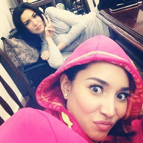 Miss International 2013 Bea Rose Santiago (front) and Bb. Pilipinas International 2014 Biance Guidotti during a lull in taping for their UKG guesting.