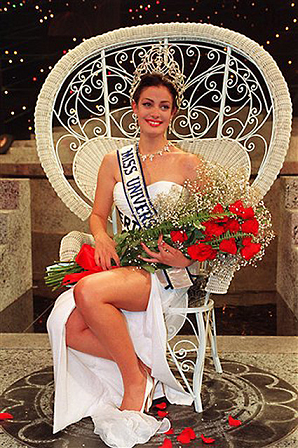 Miss Universe 1993 Dayanara Torres sitting on her throne