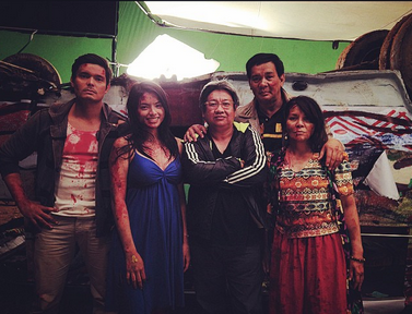 Hanna Ledesma (wearing blue) is the new leading lady of Dingdong Dantes (leftmost) in Kubot: Aswang Chronicles. Erik Matti (third from left) directs this MMFF 2014 entry that also stars Joey Marquez (fourth from left). Photo from Instagram account of Erik Matti