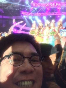 My crude selfie with the winners in the background
