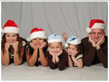 Lilu (leftmost) with her three kids and husband Tim in a Christmas family pic