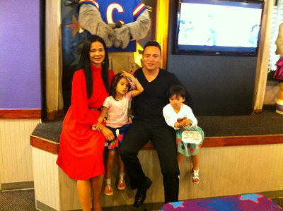 Dania in a not-so-recent family picture with her husband Frank Fuentes and two daughters.