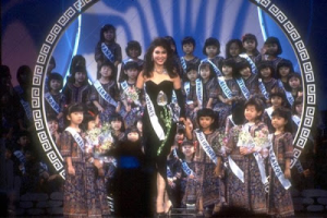 Miss Philippines Geraldine Asis (center in black gown) during the Evening Gown Competition of Miss Universe 1987