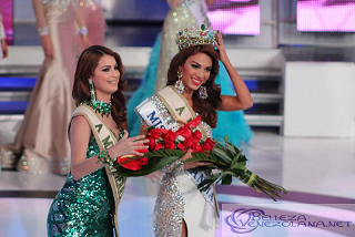 Stephanie (left) crowning Maira
