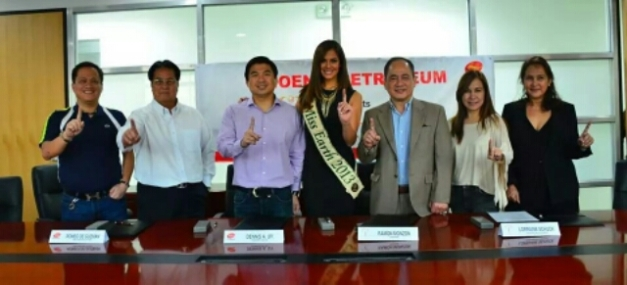 Miss Earth 2014 inked a deal with one of their biggest sponsors to date, Phoenix Petroleum. Shown above are Miss Earth 2013 Alyz Henrich (center) with representatives of Carousel Productions and Phoenix Petroleum.