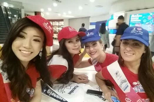 Miss Philippines Glennifer Perido (2nd from left) with the candidates of Hong Kong, Serbia and Bosnia