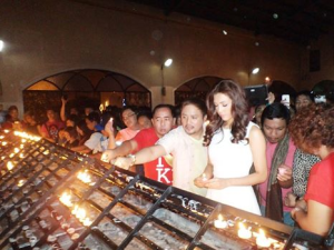 The actual lighting of candles for MJ. KF's Rodgil Flores and Gio Lazaro Flores stand to her right.