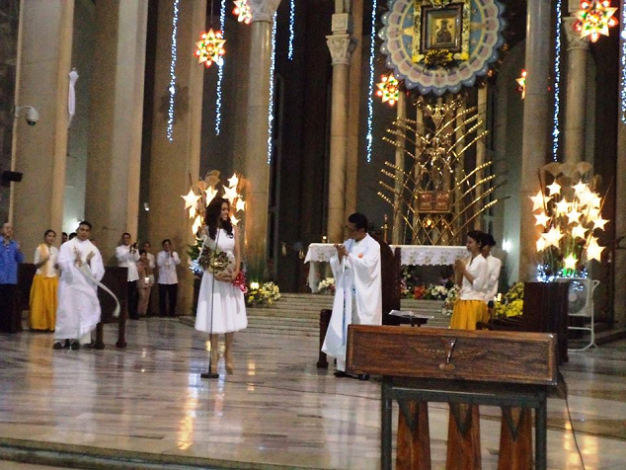 Miss Universe Philippines 2014 MJ Lastimosa receiving her blessings from the Officiating Priest at Baclaran Church
