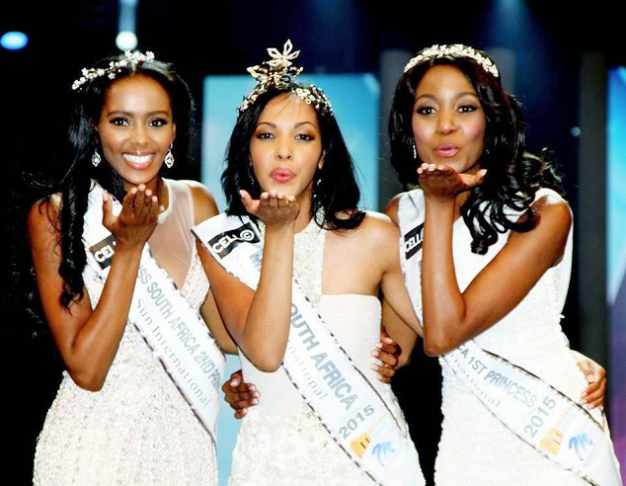 Liesl Laurie (middle) was crowned Miss South Africa 2015 over the weekend. Flanking her are runners-up Ntsiki Mkhize and Refilwe Mthimunye.