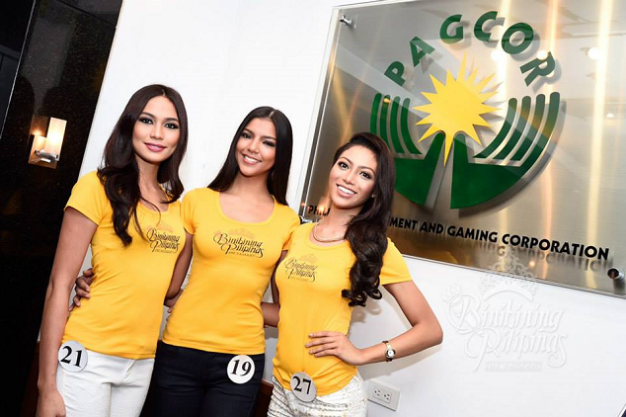 Alaiza (leftmost) and Christi Lynn (middle) pose with Ina Guerrero for PAGCOR