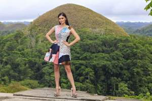 Pia and the Chocolate Hills